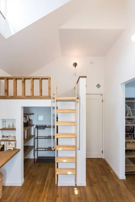 子供部屋 - LDKにキッズスペースのあるプロヴァンススタイルの家 北欧デザインの 子供部屋 の ジャストの家 北欧