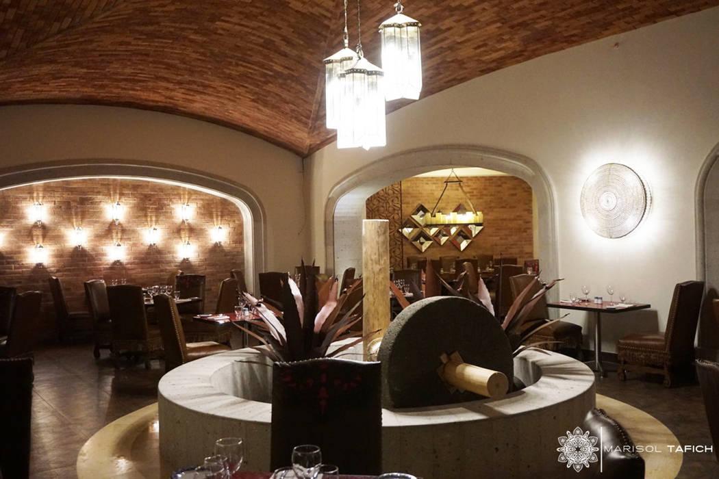 RESTAURANTE MEXICANO en Hyatt ZIva Los Cabos: Hoteles de estilo  por Marisol Tafich