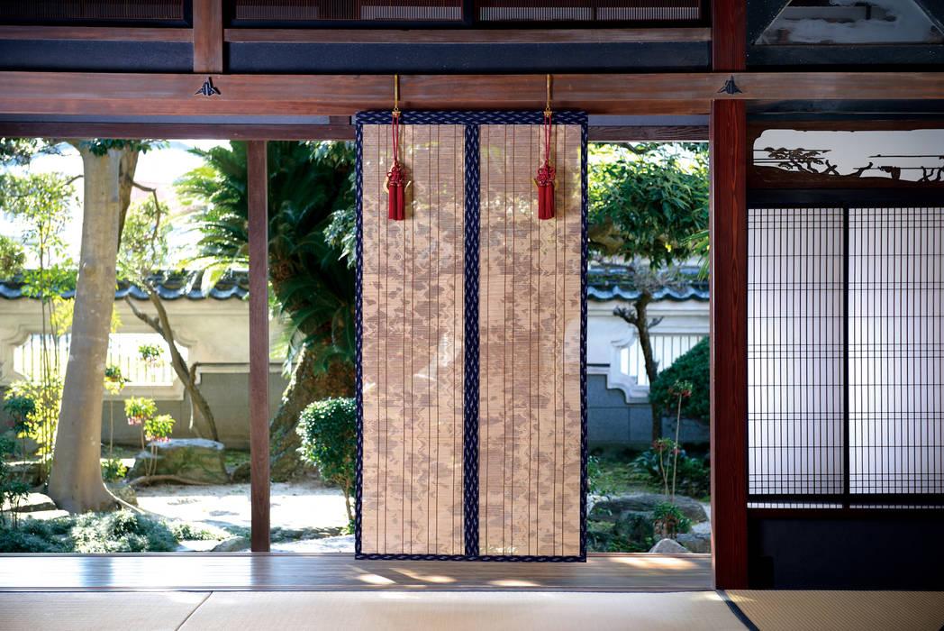 八女すだれ八媛 Yame Sudare Yahime: 株式会社鹿田産業  SHIKADA SANGYO INC.が手掛けたリビングルームです。