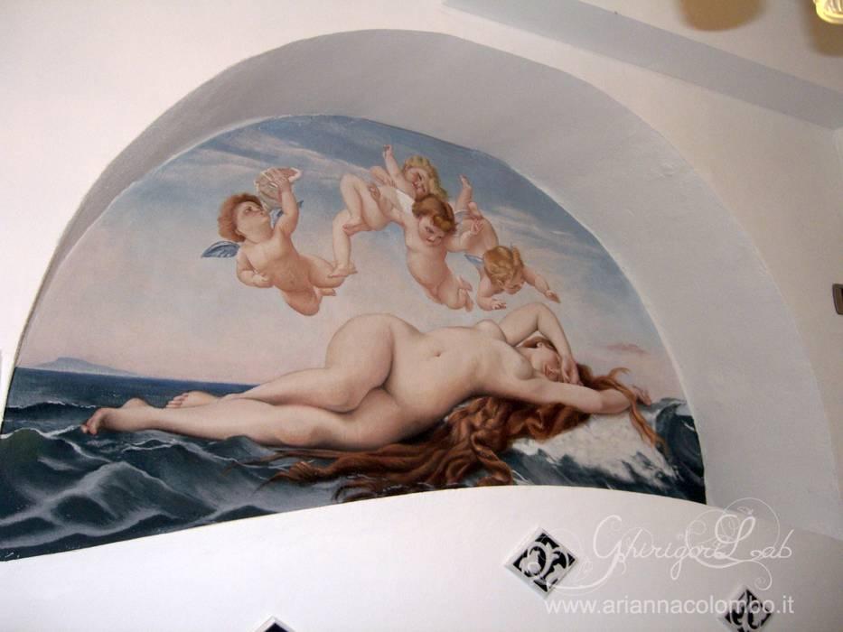 Nicchia con Nascita di venere di Bouguereau: Pareti in stile  di Ghirigori Lab di Arianna Colombo
