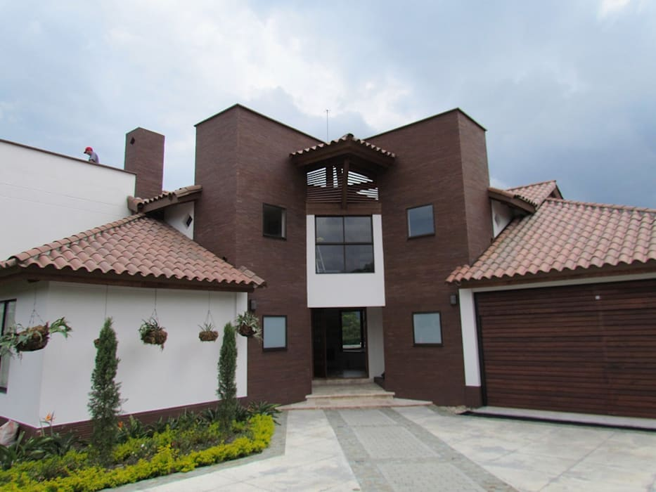 Fachada: Casas de estilo  por Arquitectura Madrigal, Moderno