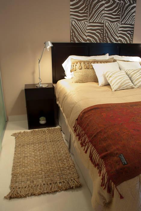 Naturalmente acogedor: Dormitorios de estilo ecléctico por Diseñadora Lucia Casanova