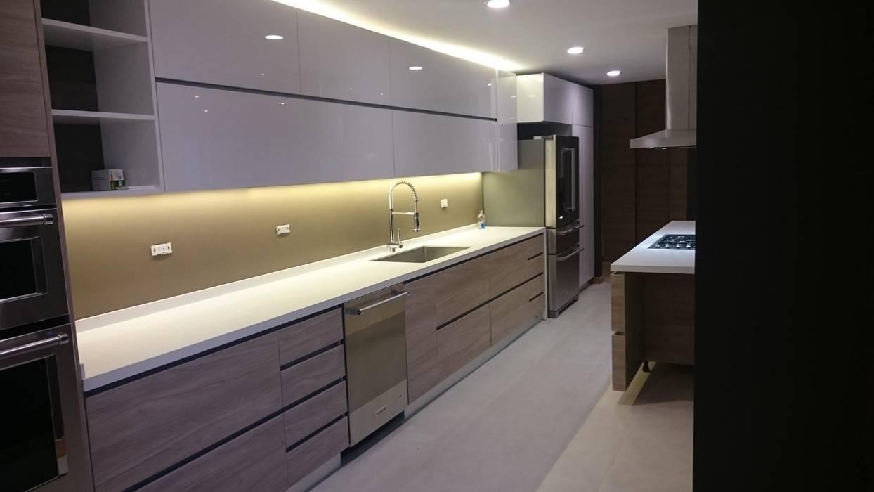 P273_AJC15 Cocinas modernas de Más Lados Arquitectura Moderno