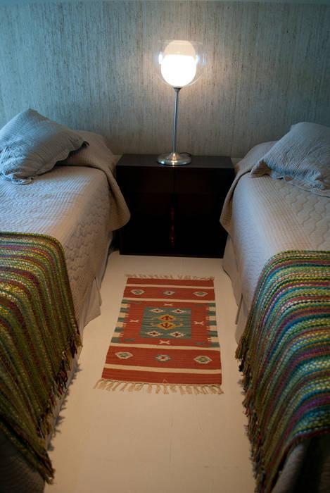 Aprovechando espacios: Dormitorios de estilo  por Diseñadora Lucia Casanova,Ecléctico