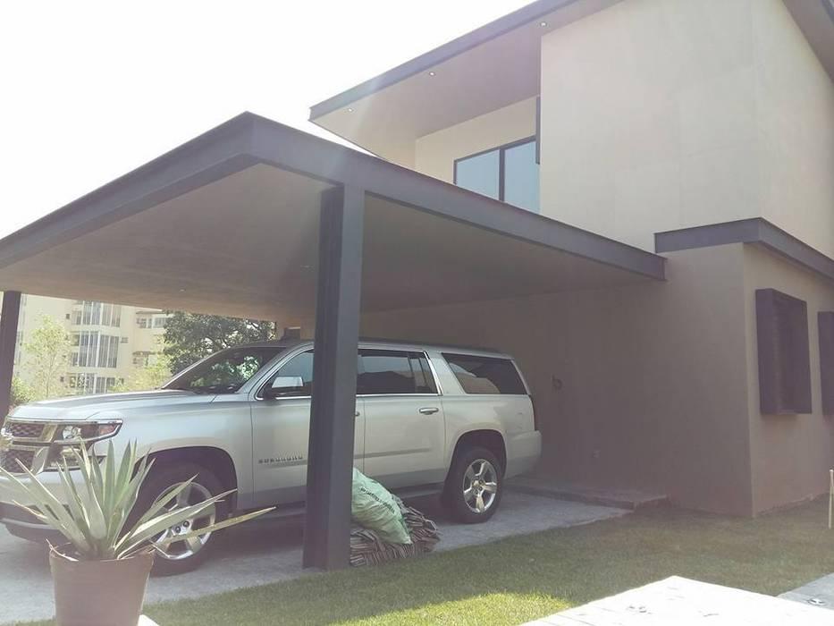Casa Habitación, Bosque Real, Huixquilucan Estado de México Garajes modernos de L+arq Architecture Design Studio Moderno