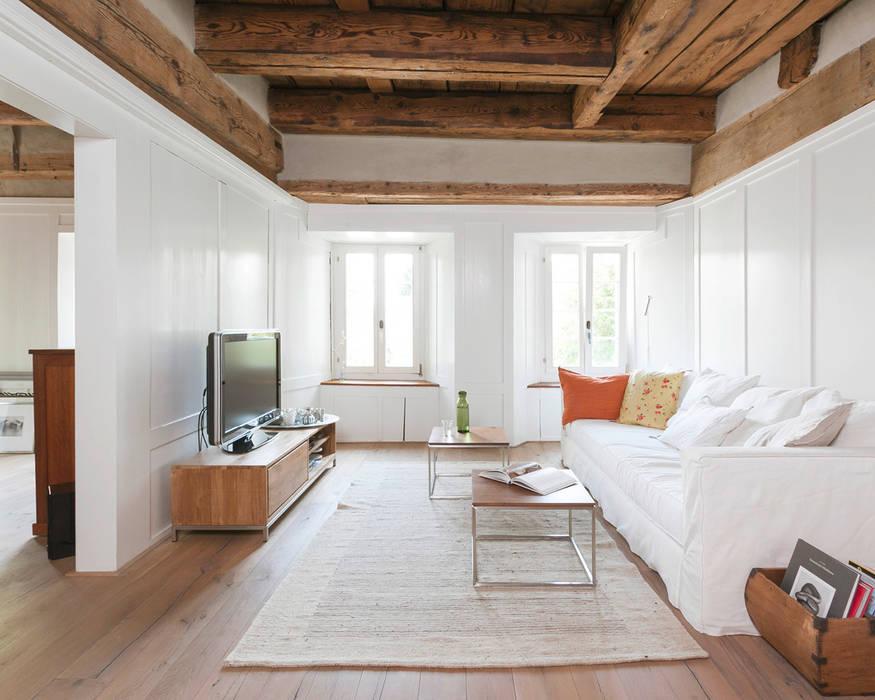 Objekt 223 / meier architekten meier architekten zürich Rustikale Wohnzimmer Holz
