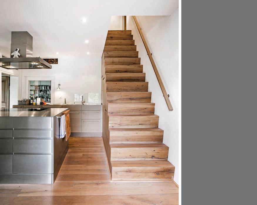 Rustykalny korytarz, przedpokój i schody od meier architekten zürich Rustykalny Drewno O efekcie drewna