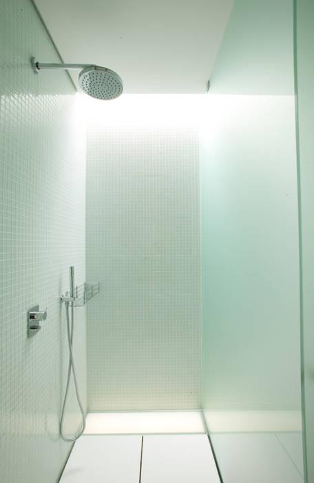 casa na trofa Casas de banho modernas por aaph, arquitectos lda. Moderno