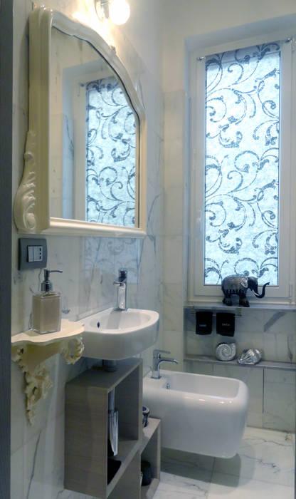 Eleganza in pochi metri quadrati: Bagno in stile in stile Moderno di The Creative Apartment