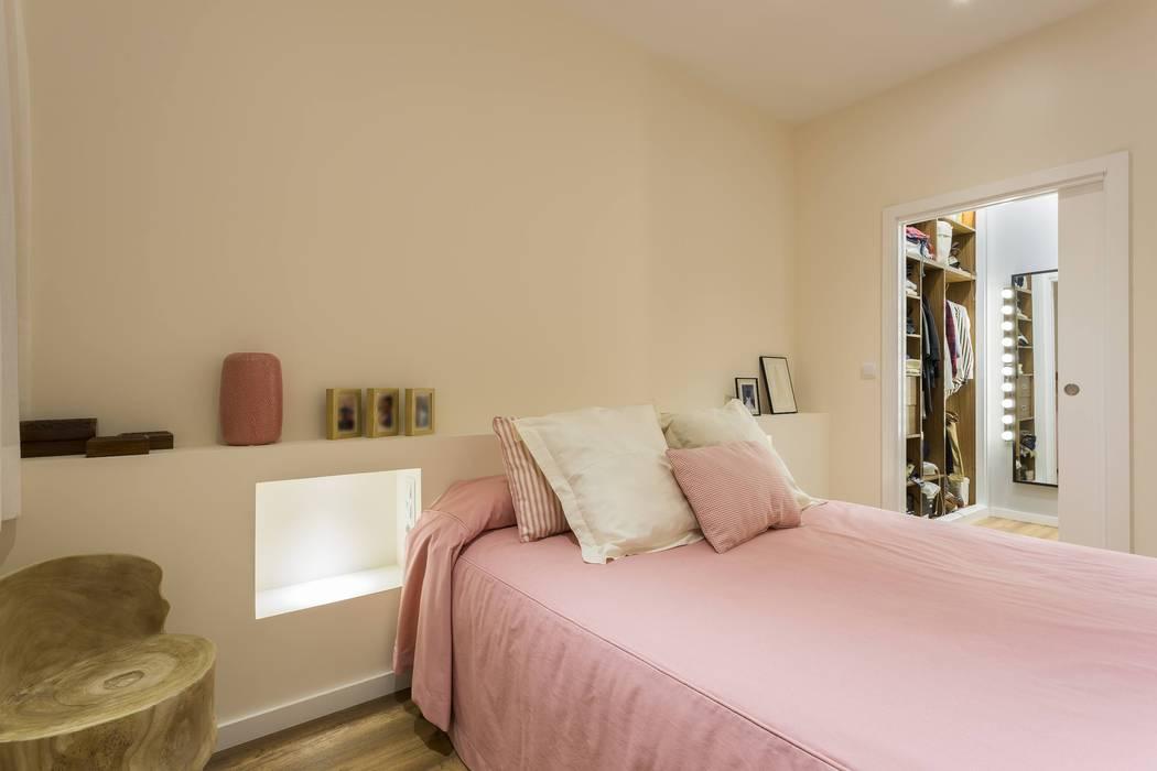 Modern style bedroom by GESTION INTEGRAL DE PROYECTOS DEL NOROESTE S.L. Modern