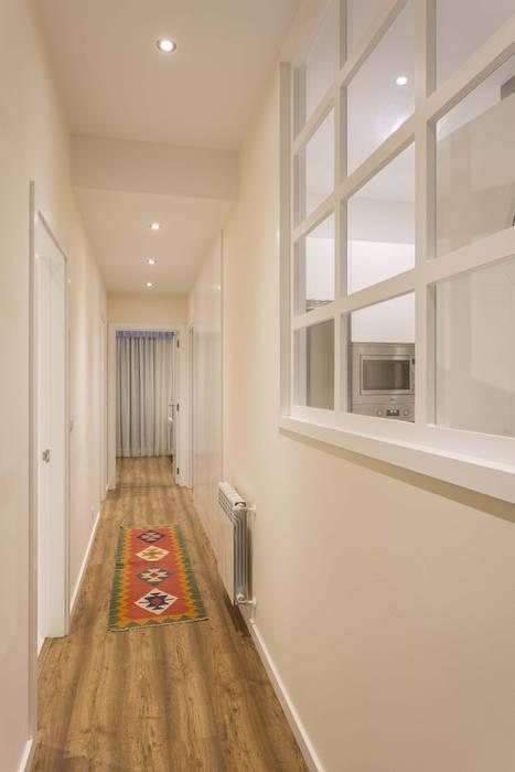 GESTION INTEGRAL DE PROYECTOS DEL NOROESTE S.L. Modern Corridor, Hallway and Staircase