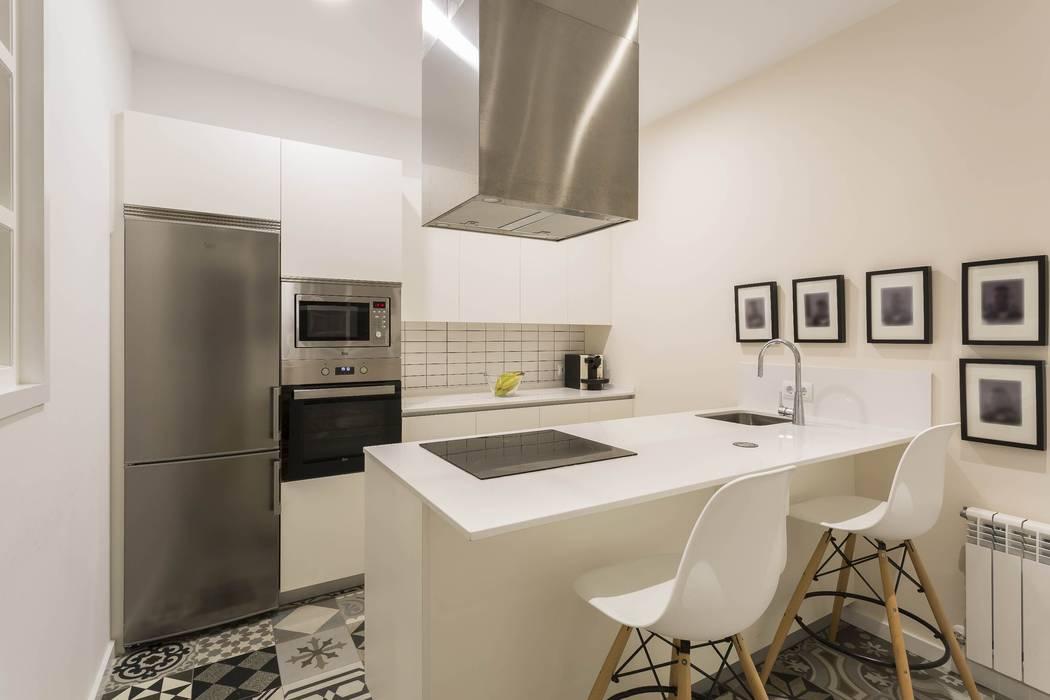VIVIENDA EN CENTRO A CORUÑA GESTION INTEGRAL DE PROYECTOS DEL NOROESTE S.L. Cocinas de estilo moderno