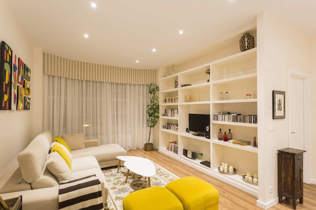 Modern Living Room by GESTION INTEGRAL DE PROYECTOS DEL NOROESTE S.L. Modern