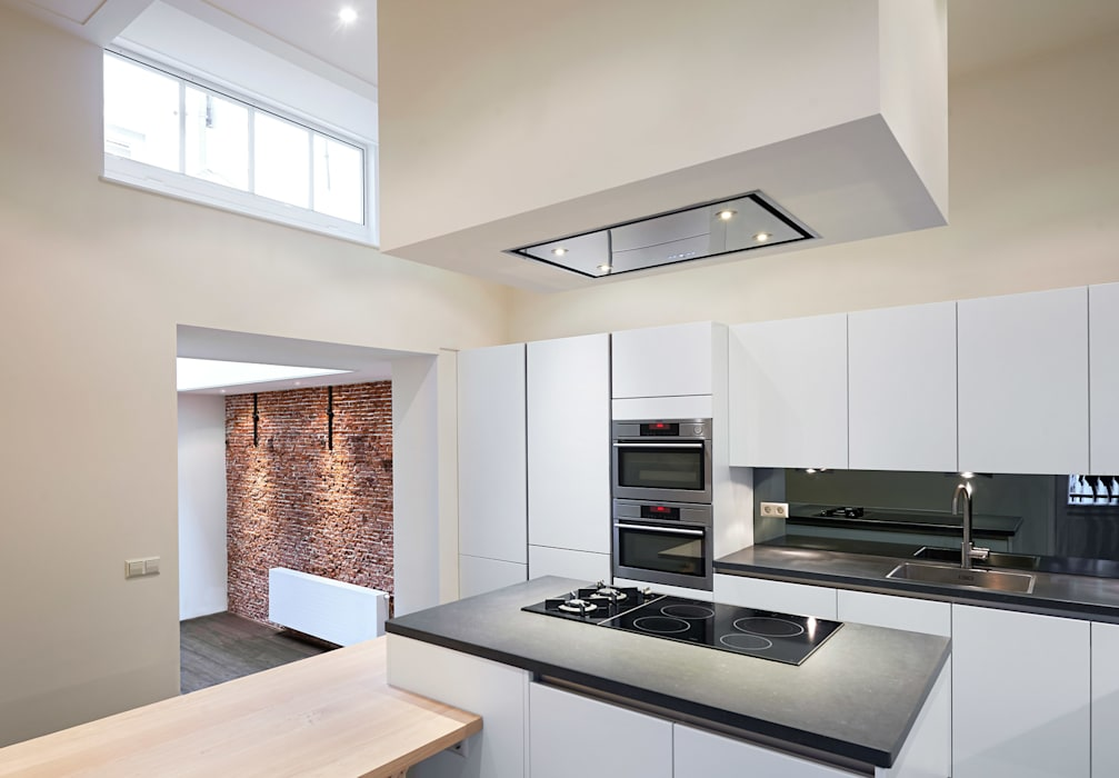 Nhà bếp phong cách Địa Trung Hải bởi Architectenbureau Vroom Địa Trung Hải