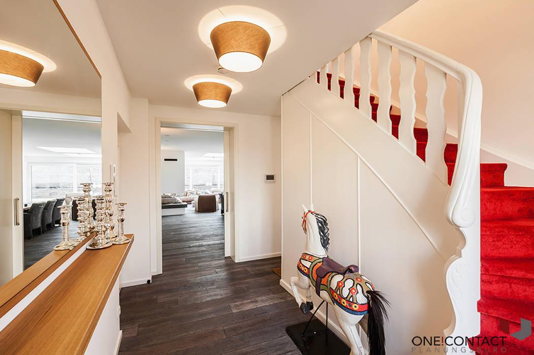 Corredores e halls de entrada  por ONE!CONTACT - Planungsbüro GmbH