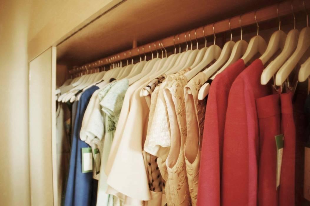 ropa Oficinas y tiendas de estilo clásico de Interiorismo y Decoración Lola Torga Clásico