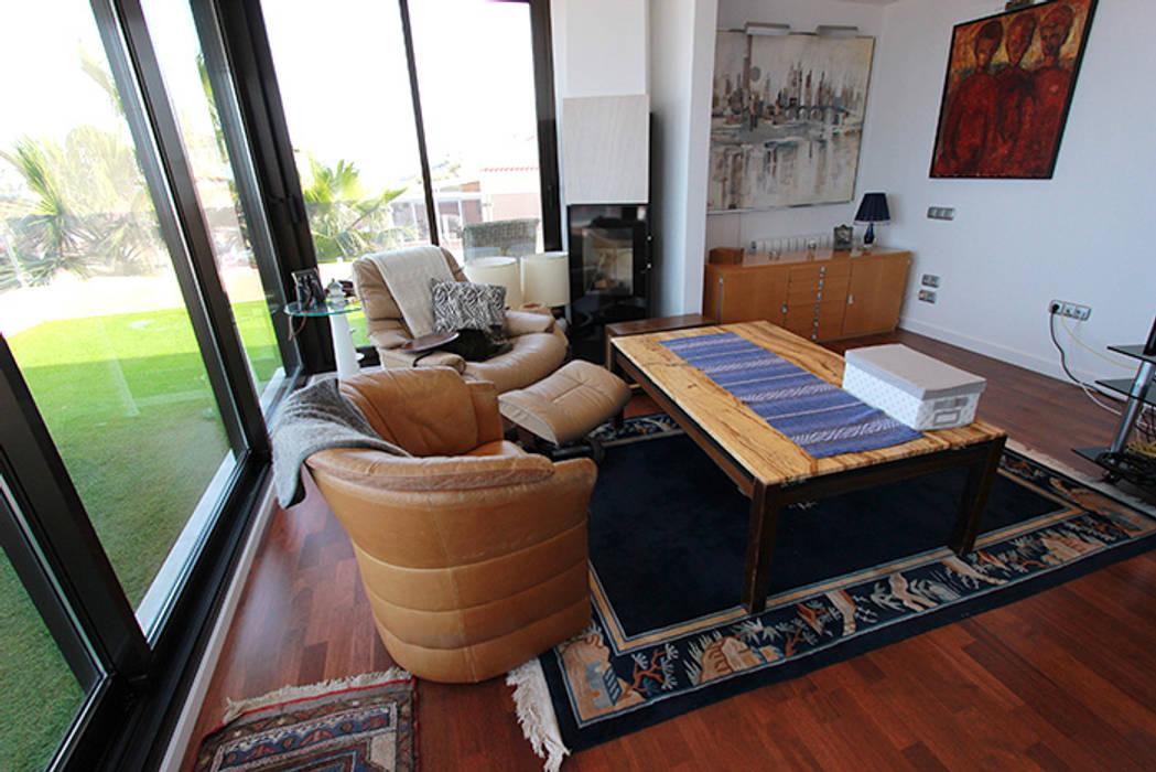 Reforma de vivienda con etiqueta de eficiencia energética A (Gran Alacant, Santa Pola): Salas multimedia de estilo  de Novodeco, Escandinavo