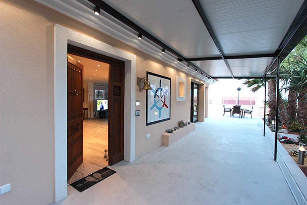 Reforma de vivienda con etiqueta de eficiencia energética A (Gran Alacant, Santa Pola): Jardines de estilo  de Novodeco, Escandinavo