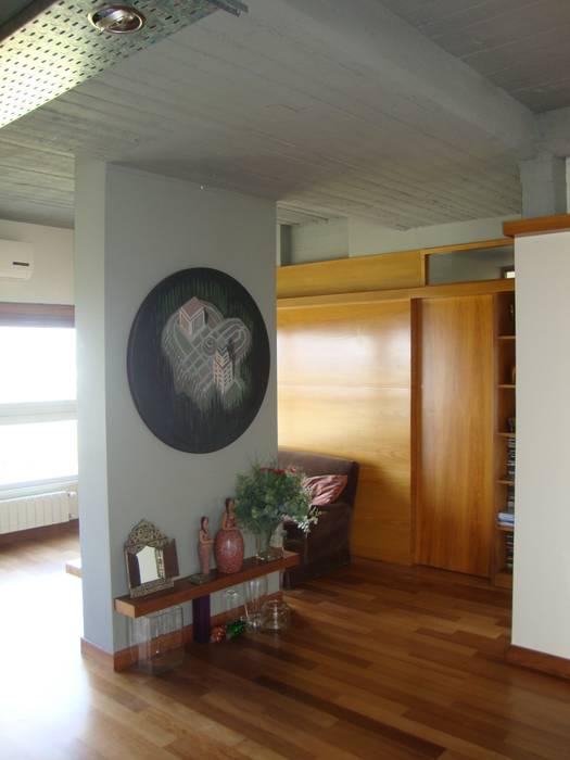 acceso: Pasillos y recibidores de estilo  por Hargain Oneto Arquitectas