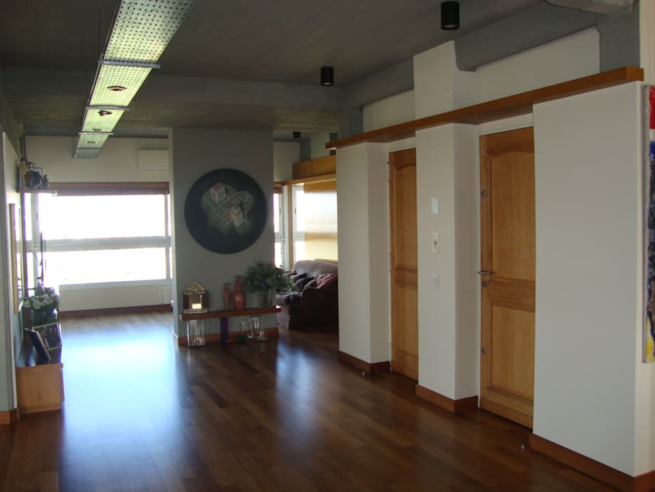 acceso Pasillos, vestíbulos y escaleras modernos de Hargain Oneto Arquitectas Moderno Hormigón