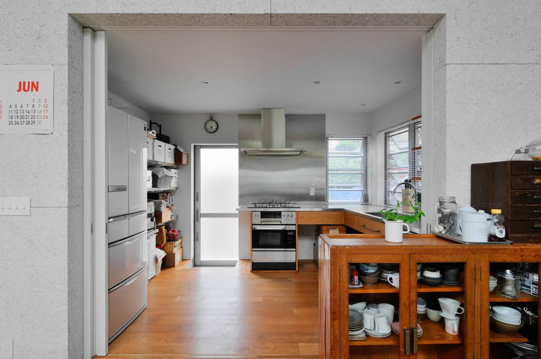 Modern Kitchen by 株式会社長野聖二建築設計處 Modern