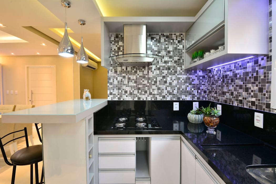 Modern style kitchen by Graça Brenner Arquitetura e Interiores Modern Metal