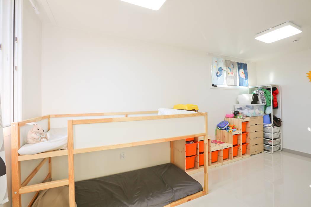 두 아이 아빠의 아파트 탈출기 모던스타일 아이방 by 한글주택(주) 모던