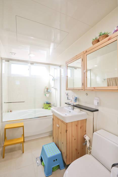 두 아이 아빠의 아파트 탈출기 : 한글주택(주)의  욕실,