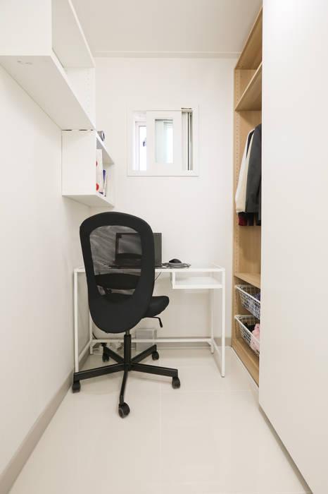 Estudios y despachos de estilo moderno de 한글주택(주) Moderno