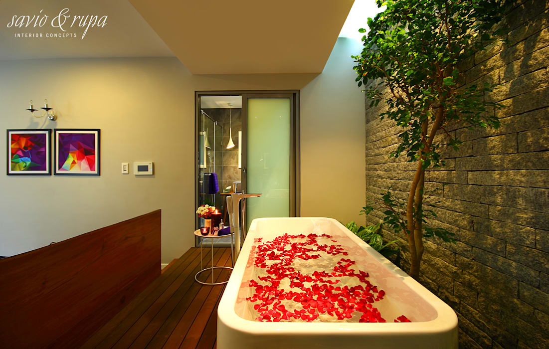 Skylit Bedroom Spa with Garden: scandinavian  by Savio and Rupa Interior Concepts ,Scandinavian