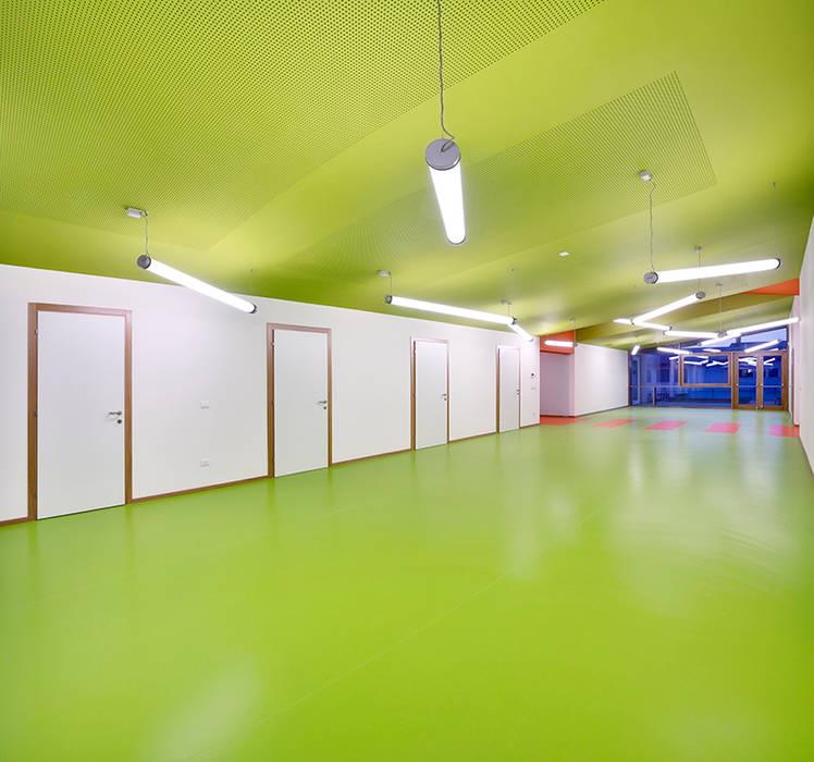Corridoio scuola materna (PN) WoodLab Scuole moderne Legno