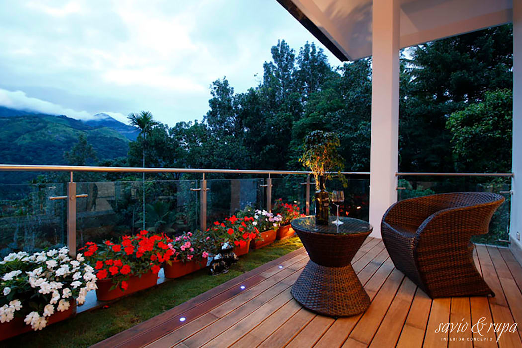 Outdoor deck Modern balcony, veranda & terrace by Savio and Rupa Interior Concepts Modern