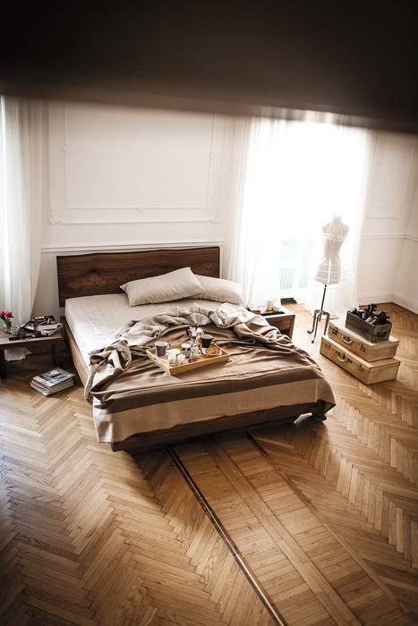 Natura 6 design C. R. & S. Riva1920: Camera da letto in stile in stile Moderno di Riva1920
