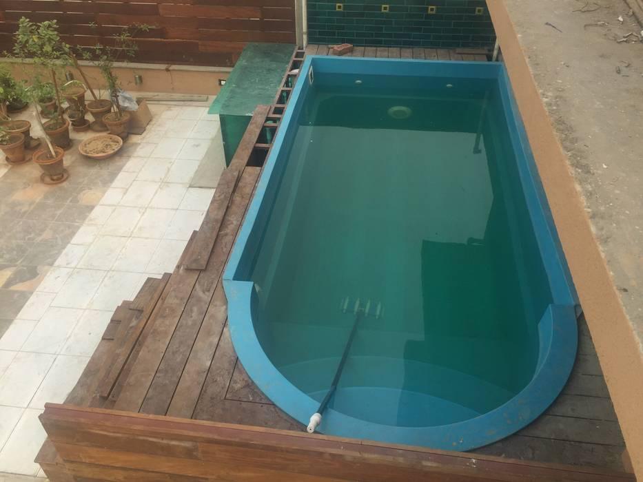 roof top swimming pool arrdevpools Asian style balcony, veranda & terrace Wood-Plastic Composite Blue