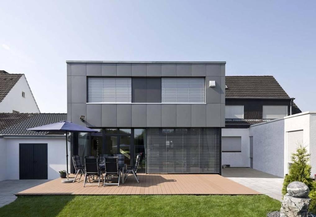 Gartenansicht mit terrasse moderne häuser von puschmann ...