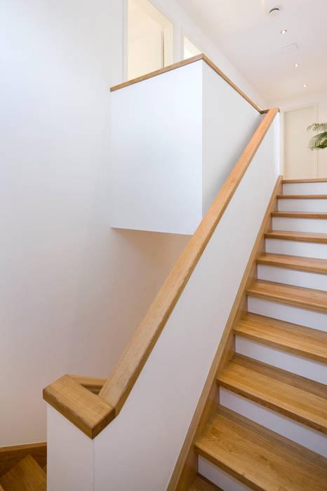 Treppenhaus Moderner Flur, Diele & Treppenhaus von puschmann architektur Modern