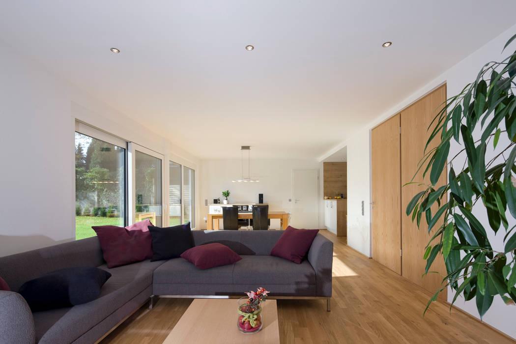 Salas de estar modernas por puschmann architektur Moderno