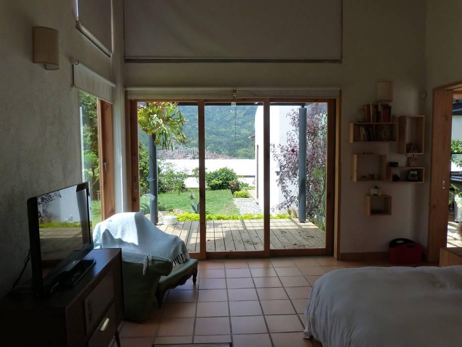 dormitorio principal: Habitaciones de estilo  por interior137 arquitectos