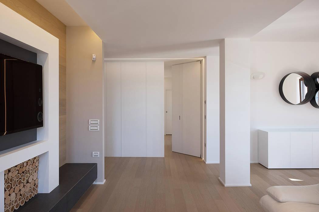 Ruang Keluarga Modern Oleh Luca Mancini | Architetto Modern