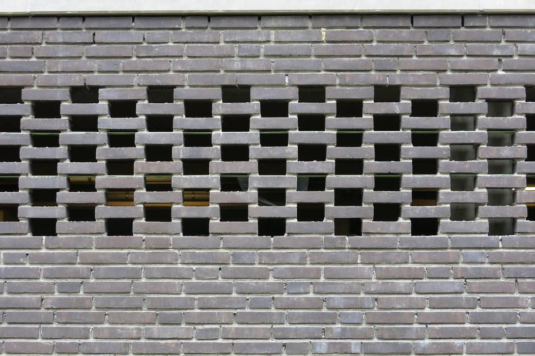 Modern garage/shed by DI-vers architecten - BNA Modern Stone
