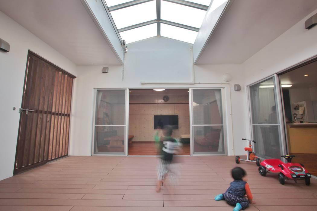 Modern balcony, veranda & terrace by (株)スペースデザイン設計(一級建築士事務所) Modern Wood Wood effect