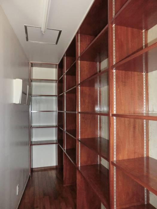 ทันสมัย  โดย (株)スペースデザイン設計(一級建築士事務所), โมเดิร์น ไม้ Wood effect
