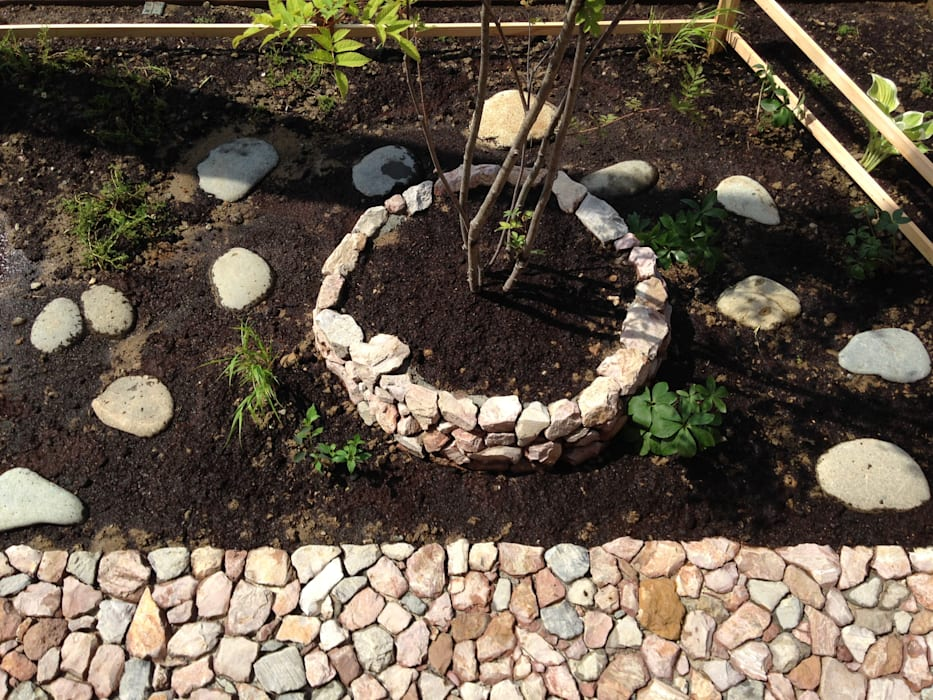 Eklektyczny ogród od ヤトイチ造園 Eklektyczny