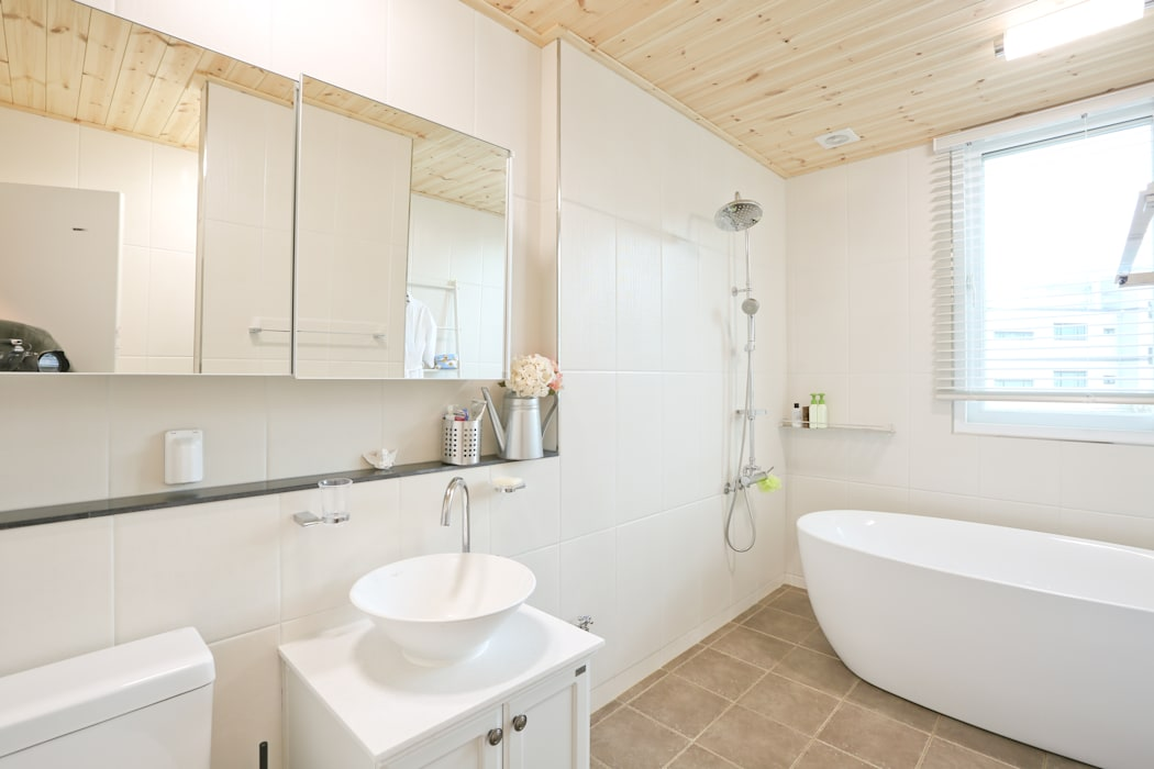 아이가 행복한 전원주택 [경남 거제도 지세포리] 모던스타일 욕실 by 한글주택(주) 모던