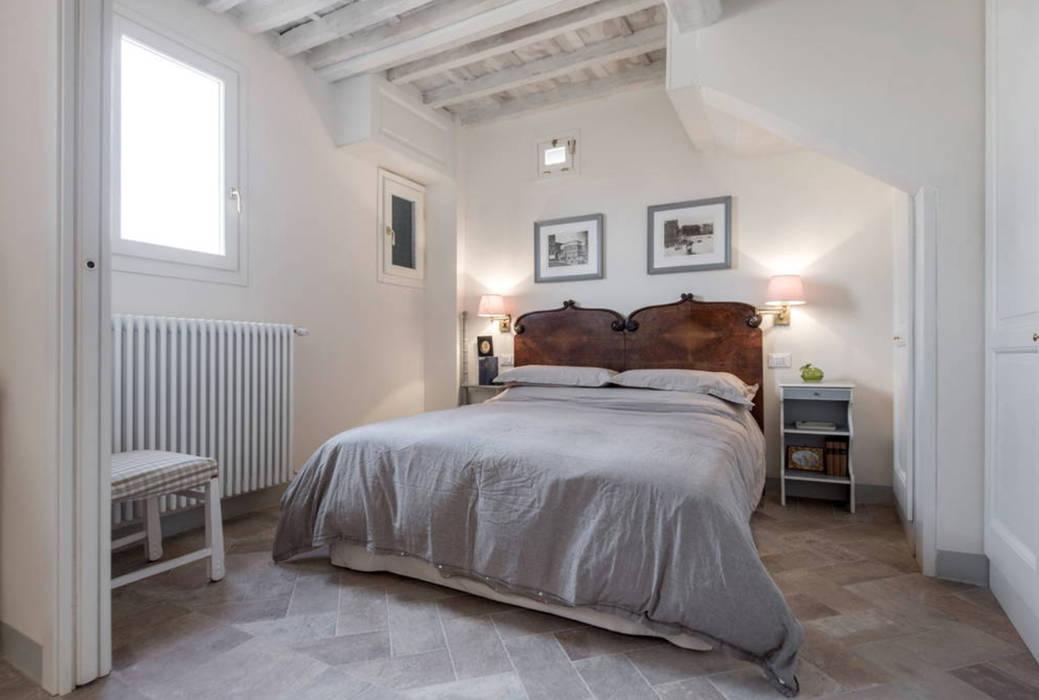 Dormitorios de estilo rústico de STUDIO ARCHIFIRENZE Rústico