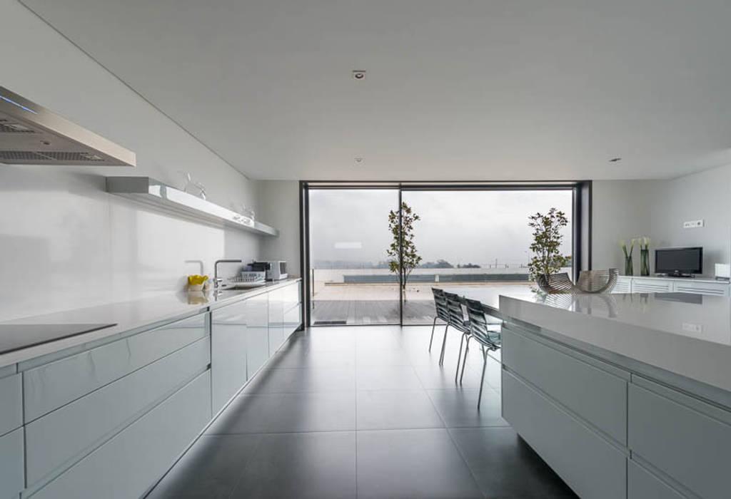Cocinas de estilo  de BLK-Porto Arquitectura