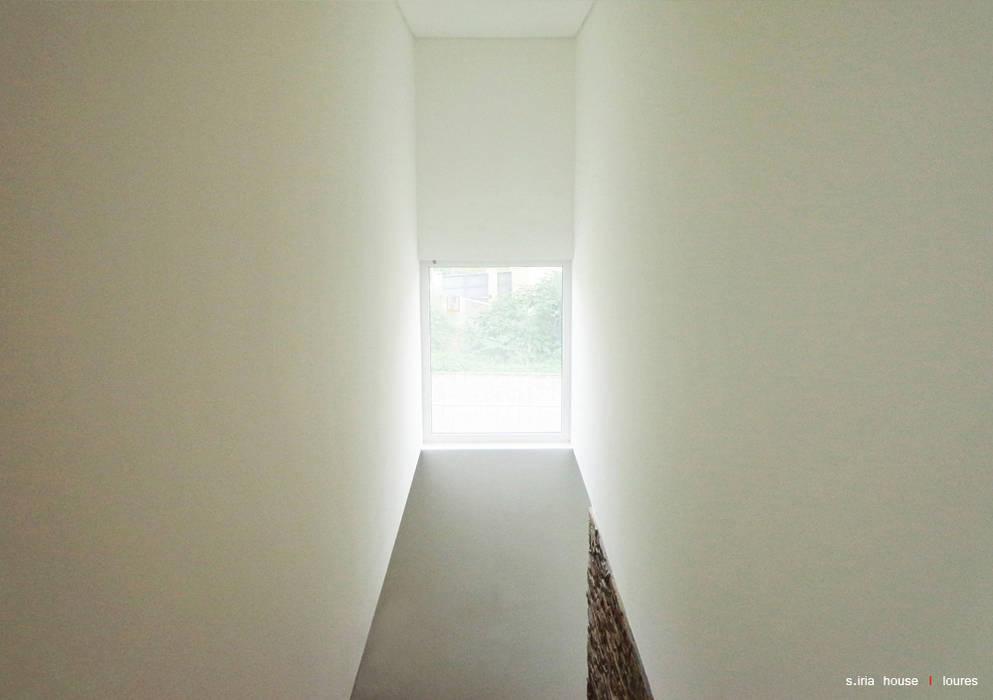 Casa S.Iria Janelas e portas minimalistas por nn.arq | arquitectos Minimalista