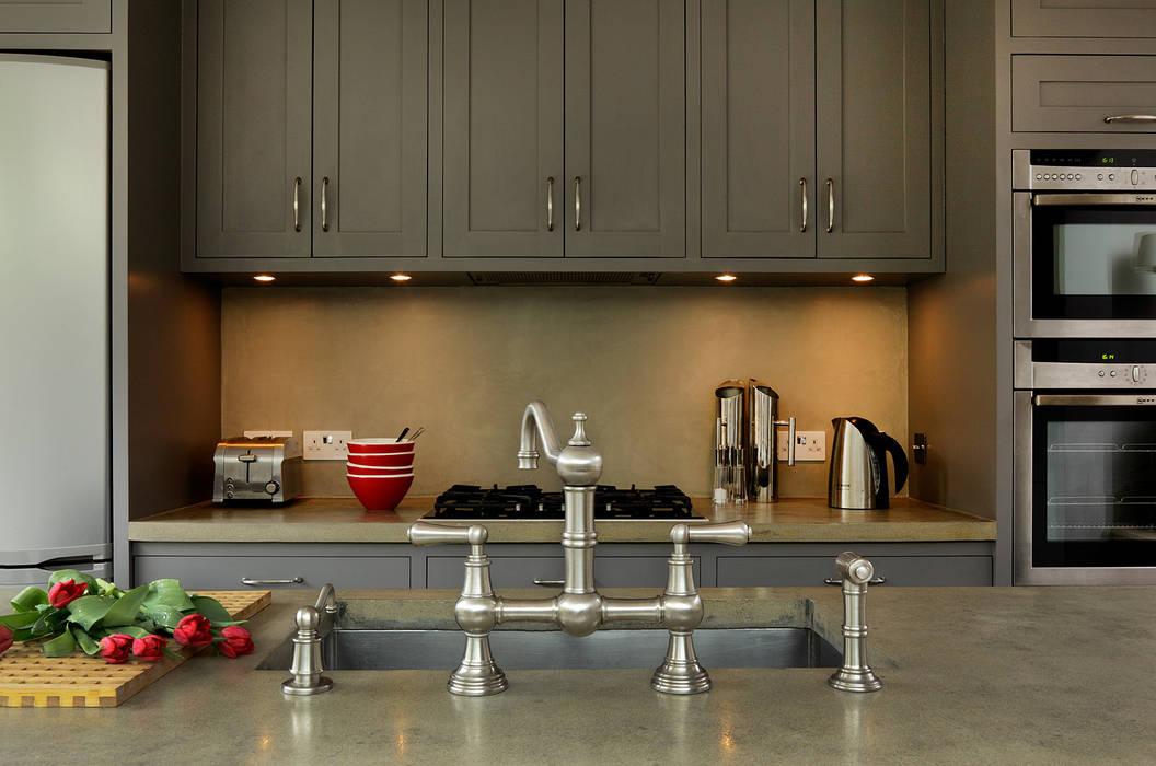 KITCHENS: The Bovingdon Cue & Co of London Modern kitchen