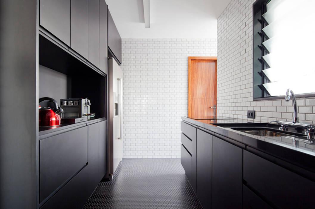 Cocinas de estilo clásico de INÁ Arquitetura Clásico