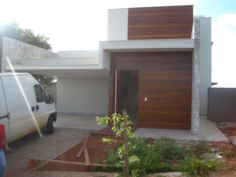Main Entrance (Entrada principal) Modern Houses by Tony Santos Arquitetura Modern Wood Wood effect